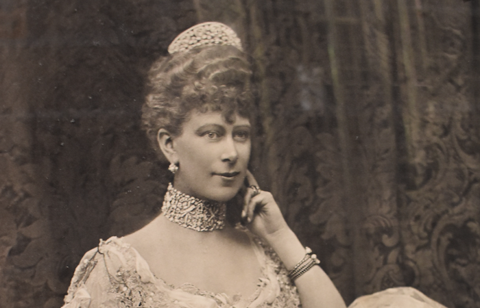 Lake district auction house to sell royal photo